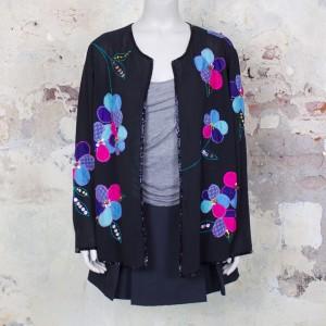 3527-vintage-zwart-chiffon-vestje-versierd- bloemen-patches-kralen-1