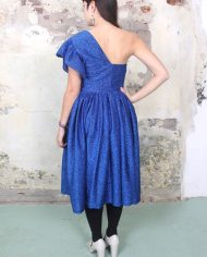 4276-blauwe-asymmetrische-lurex-feestjurk-2-1