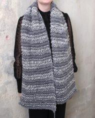 4762-grijze-witte-gemeleerde-hand-gebreide-shawl-sjaal-wol-2