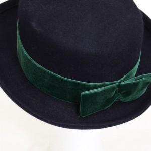 4934-blauwe-vilten-hoed-groene-strik-3
