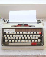 5289-brother-deluxe-1350-typemachine-2