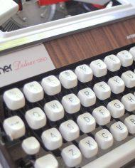 5289-brother-deluxe-1350-typemachine-4