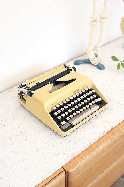 Ten Forty pastelgele typemachine