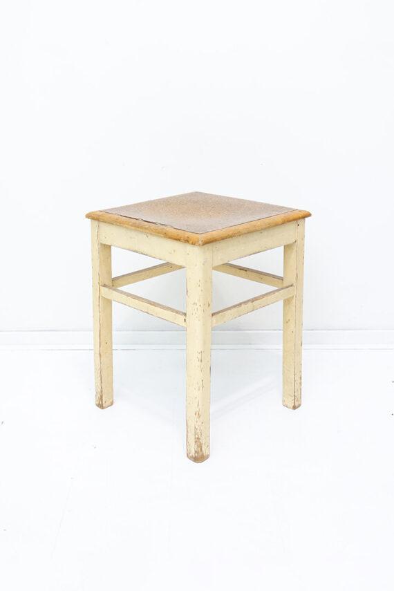 Antiek krukje of plantentafel van hout vierkant