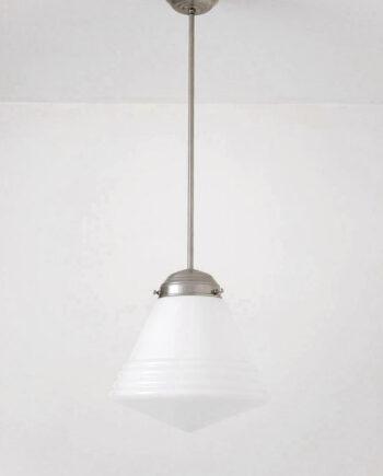 Art Deco schoollamp uit de jaren 30 met metalen pendel en opaline kelk