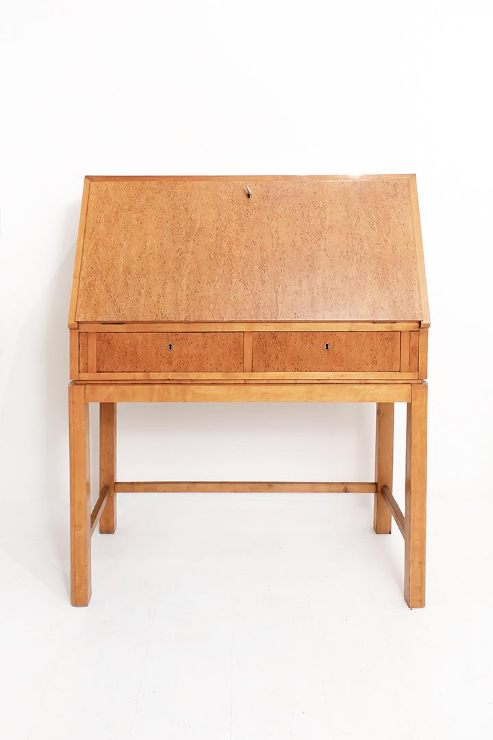 Art Deco secretaire met bijzonder Karelisch berkenhout