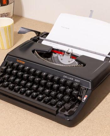 Brother Deluxe 220 typemachine zwart