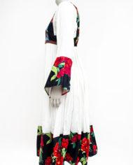 Crèmekleurige boho jurk met gekleurde bloemen en geborduurd voorpand
