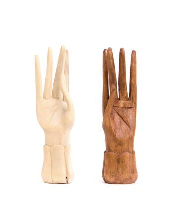Decoratieve houten handen uit Bali