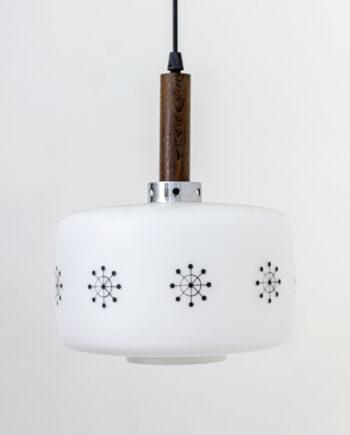 Deense hanglamp met houten cilinder en kap van melkglas met sneeuwsterren
