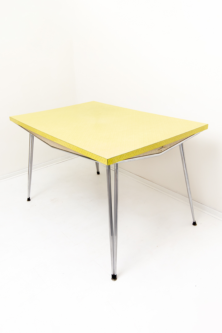 Fifties Amerikaanse dinertafel formica geel