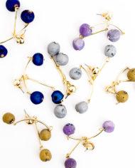 Goudkleurige oorbellen met glinsterende steentjes
