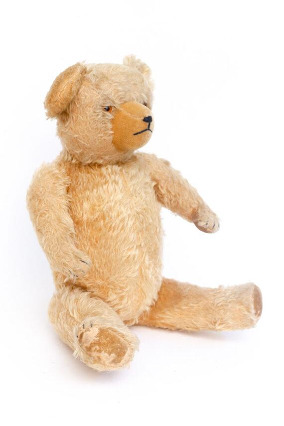 Grote vintage knuffelbeer gevuld met stro