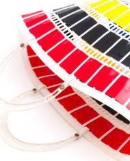 Kleurrijk vintage kunststoffen strandtas jaren 60