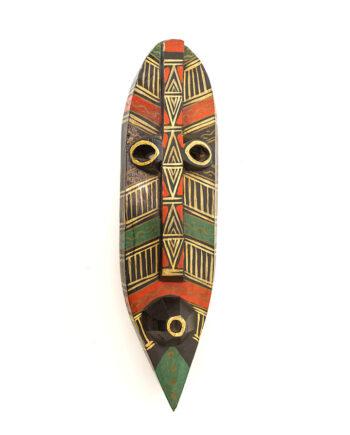 Langwerpig zwart Afrikaans houten masker beschilderd in goud, groen en rood