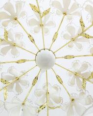 Messing hanglamp met witte bloemen van kunststof Murano-look