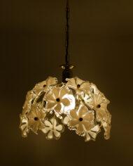 Messing-hanglamp-met-witte-bloemen-van-kunststof-Murano-look-5