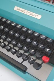 Olivetti-Studio-45-turquoise-typemachine-2