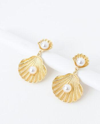 Oorbellen goudkleurige schelp met parels