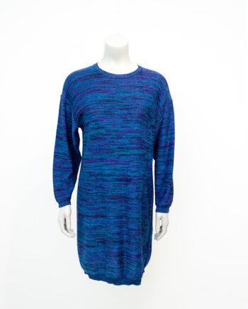 Oversized trui gebreid in verschillende blauw- en paarstinten