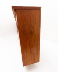 Smal vintage dressoir met formica blad en schuifdeurtjes