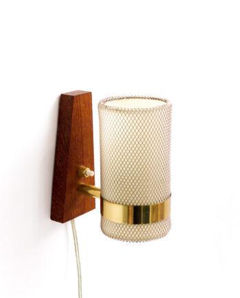 Vintage Deense wandlamp van teakhout met gaaskapje