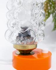 Vintage bedlampje glazen kap met bubbels en oranje voet