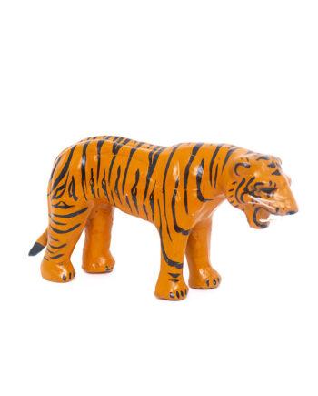 Vintage beeld tijger gemaakt van leer en papier-maché