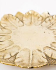 Vintage bord van messing met bladeren