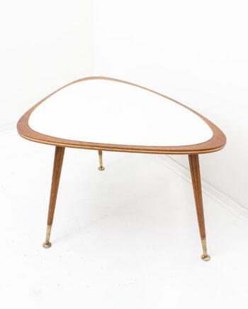 Vintage driehoekige salontafel hout met messing details Jese Möbel 3219