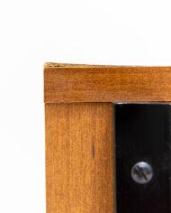 Vintage nachtkastje houtfineer met zwarte handgreepjes