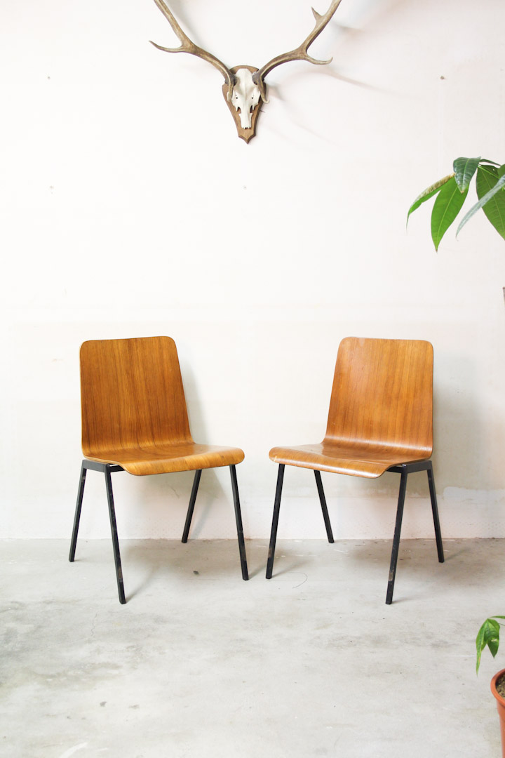 Set vintage pagholz stoelen houten schoolstoelen for Vintage stoelen