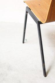 Vintage-pagholz-stoelen-houten-schoolstoelen-10