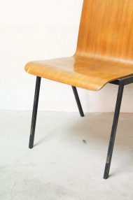 Vintage-pagholz-stoelen-houten-schoolstoelen-11