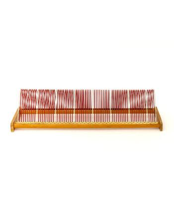 Vintage platenrek rood van hout en metaal