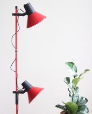 Vintage-rode-staande-vloerlamp-twee-spots-trompet-lamp-2