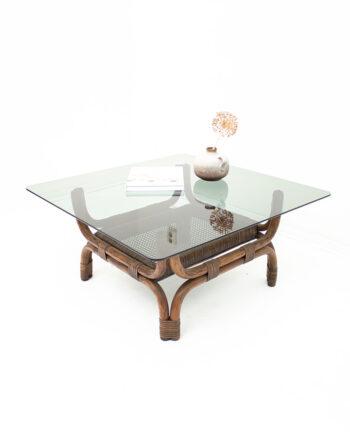 Vintage salontafel met rookglas en donker rotan onderstel
