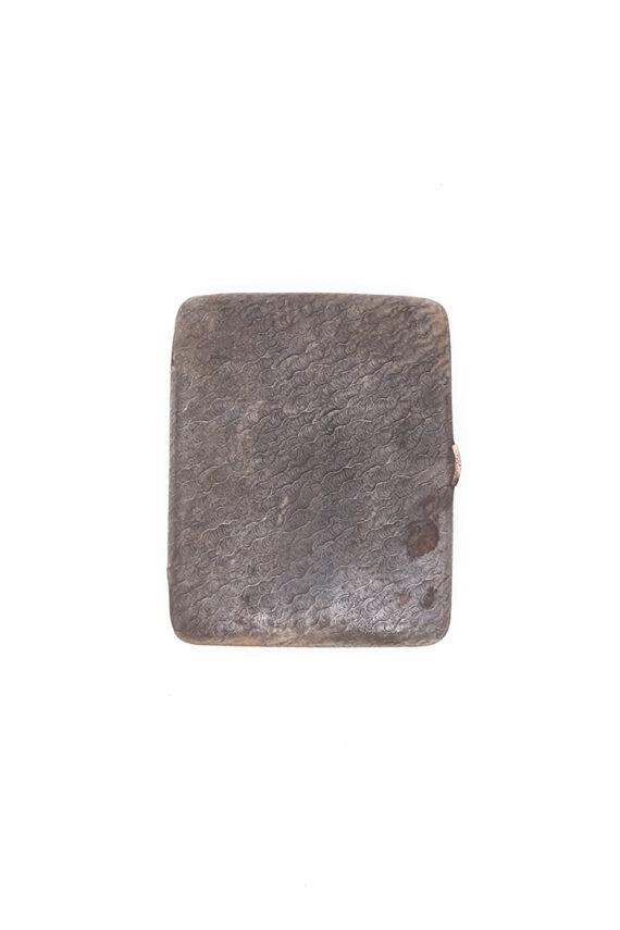 Vintage sigarenhouder van metaal met golvend patroon