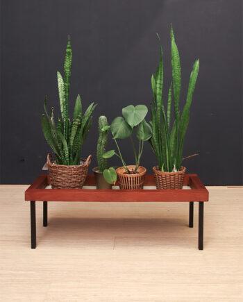 Vintage teakhouten bankje of plantentafel op metalen poten