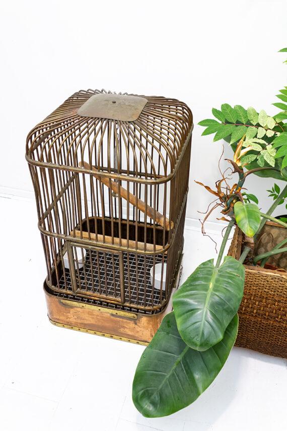 Vintage vogelkooi handgemaakt van koper in de Rijkswerf in Den Helder