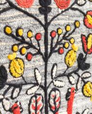 Vintage wandkleed van lichtblauw wol met franjes