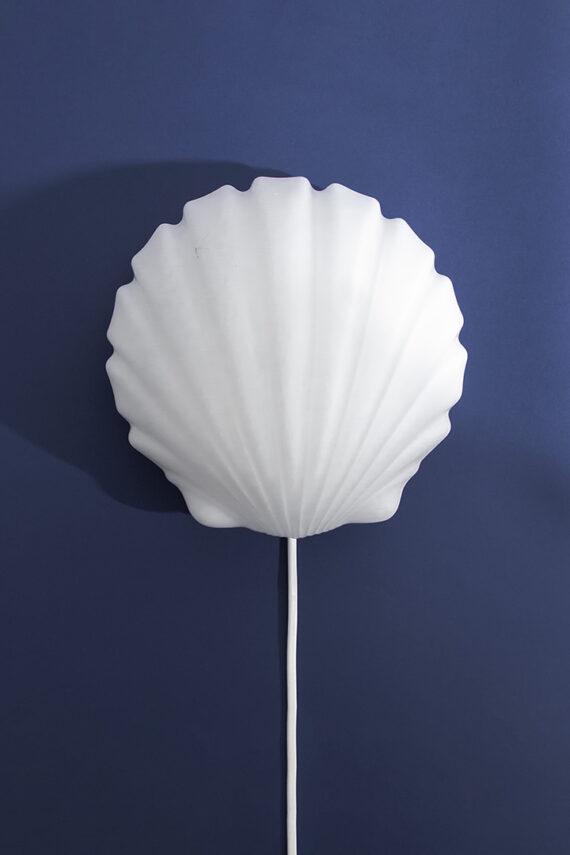 Vintage wandlamp schelp van wit melkglas jaren 70/80