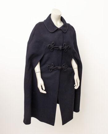 Vintage wollen cape zwart met sierlijke brandenburger sluiting