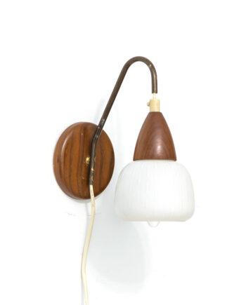 Wandlamp Philips Louis Kalff teakhout en opaalglas vintage
