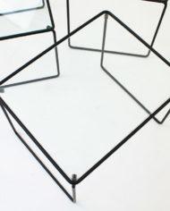 Zwarte-mimiset-bijzettafels-glas-en-draadstaal-vintage-7