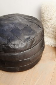 Zwarte-ronde-vintage-leren-poef-2