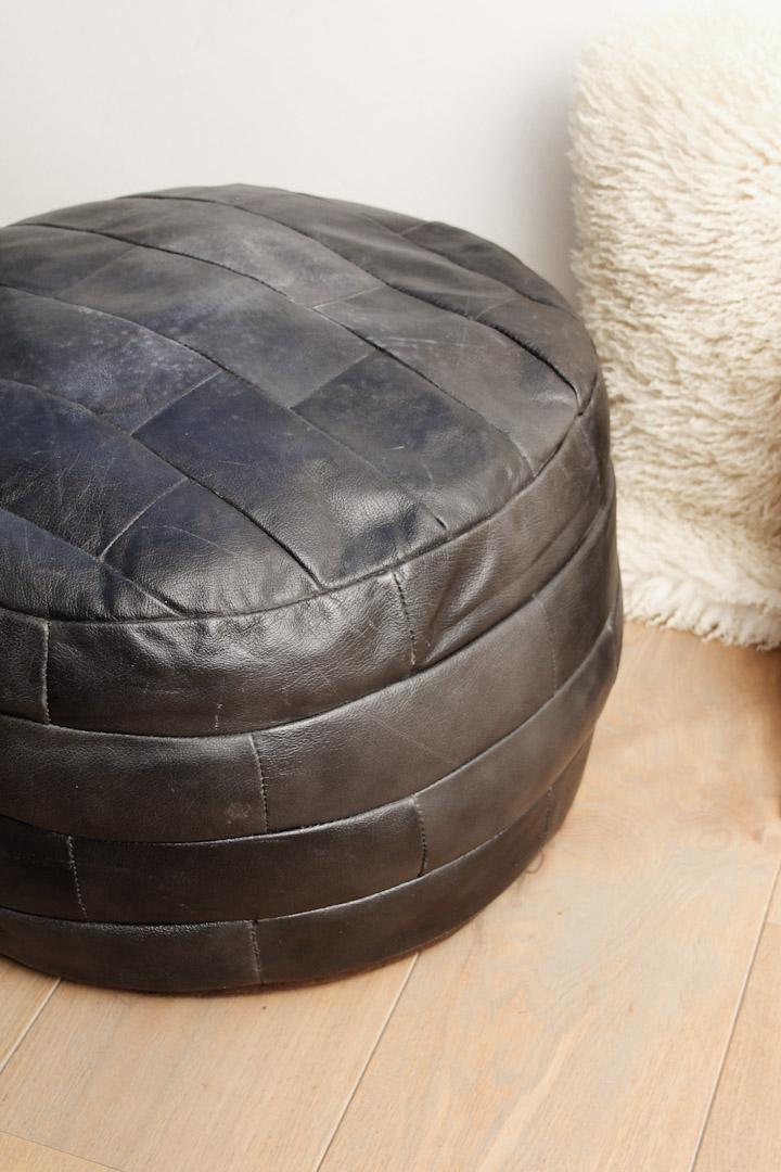 Welp Zwarte zachte ronde vintage leren poef patchwork AI-15