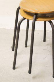 industriele-vintage-schoolkrukjes-hout-metaal-jaren-80-4