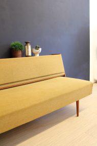 jaren-60-vintage-okergele-bank-slaapbank-meubel-10