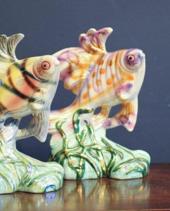 Kleurrijke porseleinen vintage vissen beeldjes